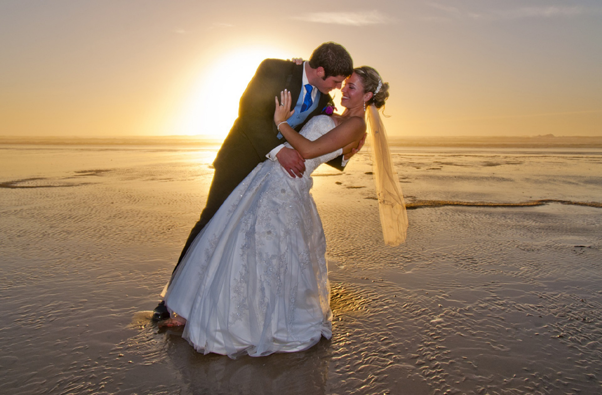 beach-wedding-615219.jpg